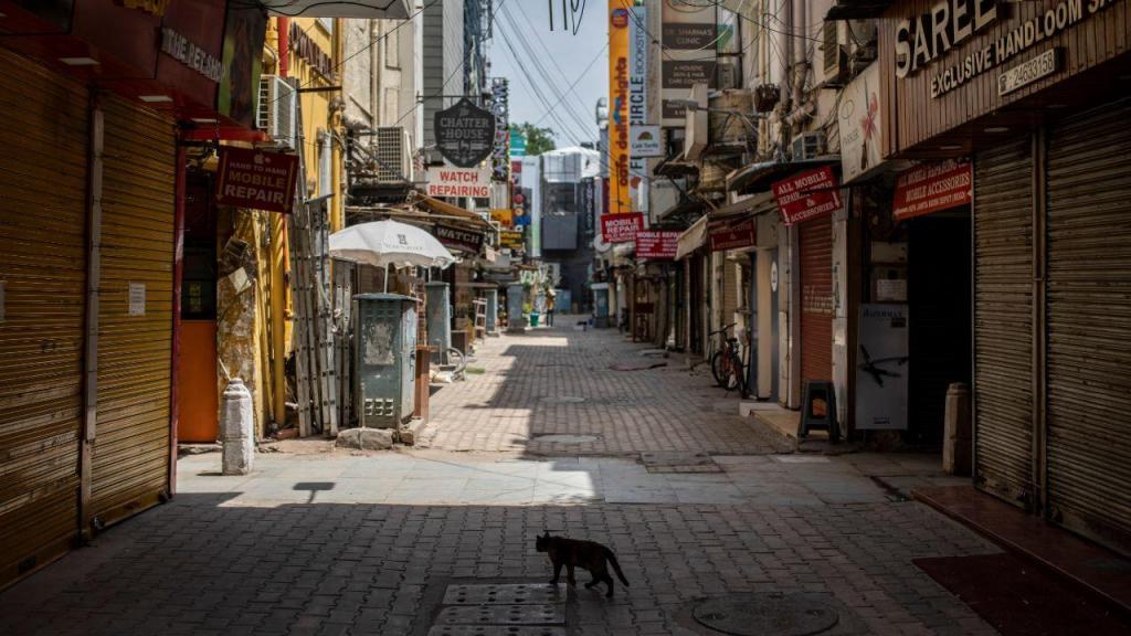 Ruas de Dehli desertas devido ao confinamento