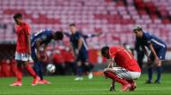 Jogadores do Benfica reagem com desilusão após a derrota com o Gil Vicente (Lusa)