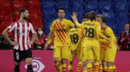 Jogadores do Barcelona festejam um dos golos ante o Athletic (Julio Munoz/EPA)