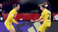 Griezmann e Frenkie De Jong festejam um golo no Athletic-Barcelona, da final da Taça do Rei (Julio Munoz/EPA)
