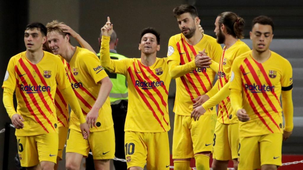 Lionel Messi festeja com os colegas o 0-3 do Barcelona ante o Athletic (Julio Munoz/EPA)