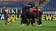 Cagliari festeja vitória ante o Parma, conseguida com reviravolta na compensação: 2-3 para 4-3 (Fabio Murru/EPA)