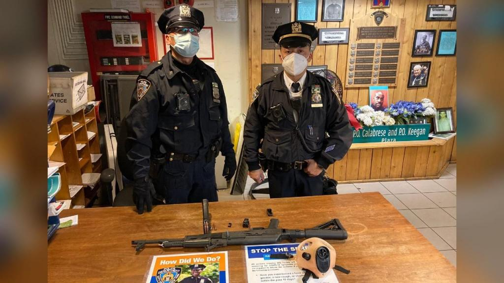 Polícia apreende AK-47 no metro