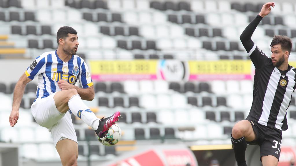 Rui Correia e Mehdi Taremi no Nacional-FC Porto (Homem de Gouveia/LUSA)