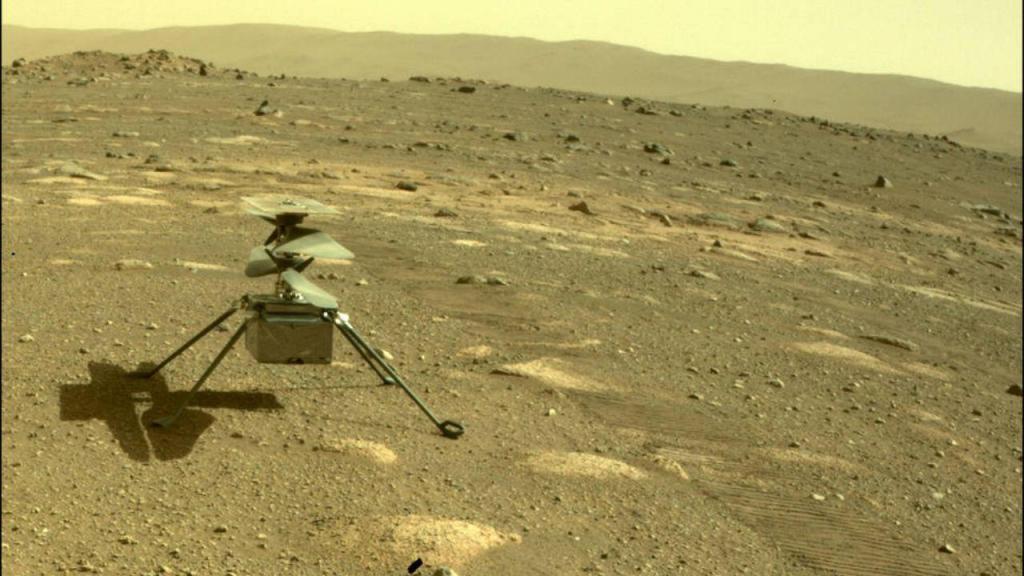 Helicóptero Ingenuity na superfície de Marte