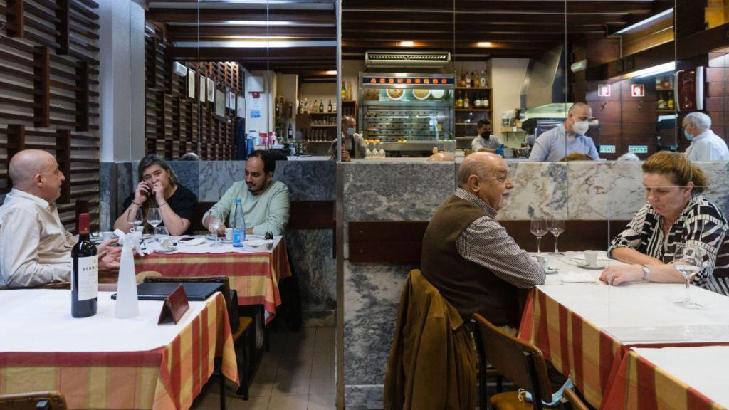 As imagens da reabertura dos restaurantes, após meses fechados