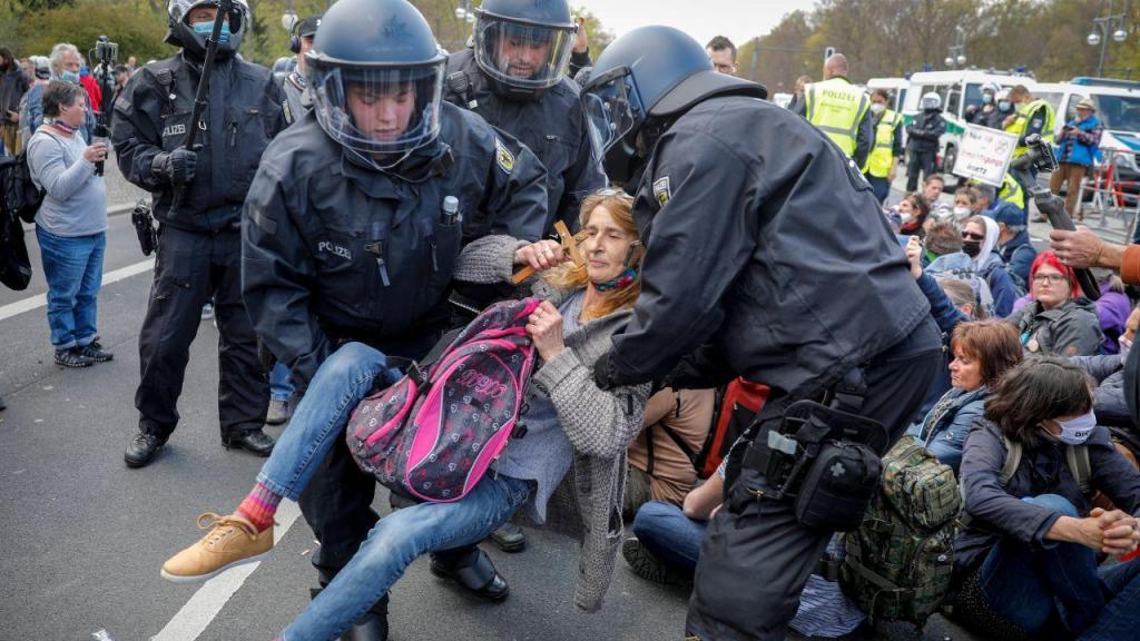 Berlim: incidentes entre polícia e manifestantes contra mais restrições