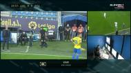 VAR alerta para penálti e Benzema da vantagem ao Real Madrid