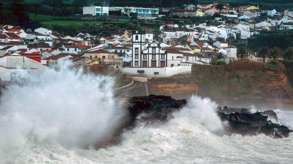 Mau tempo: depressão Lola nos Açores
