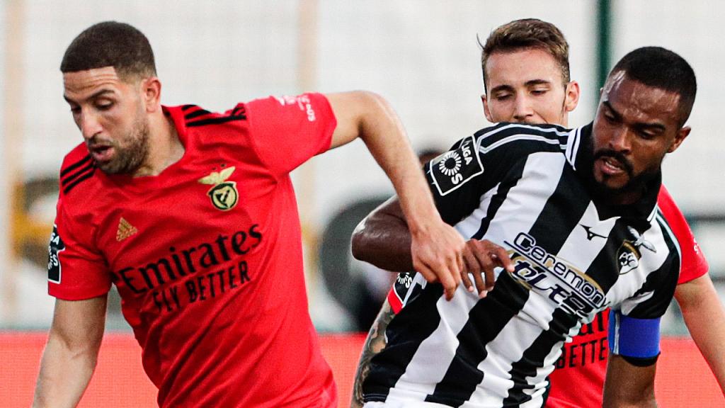 Taarabt e Dener no Portimonense-Benfica (Luís Forra/LUSA)