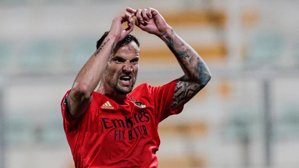 Haris Seferovic bisou na goleada do Benfica em Portimão (Luís Forra/LUSA)