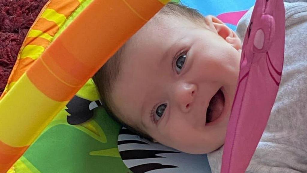 Maria Clara, bebé que sofre de atrofia muscular espinhal