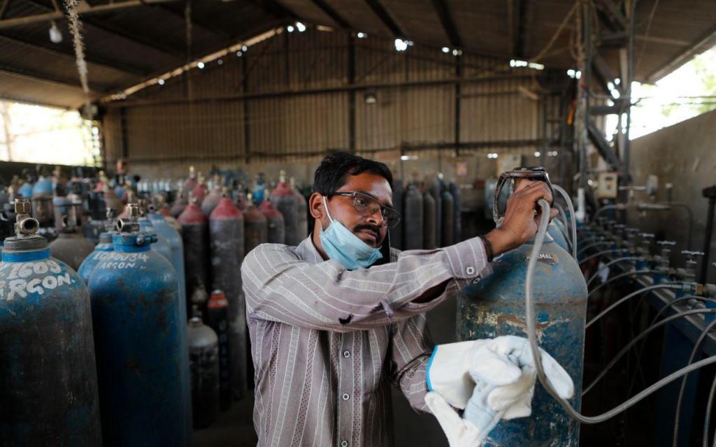 Covid-19: Índia está no limite e serviços de cremação e oxigénio trabalham ao máximo