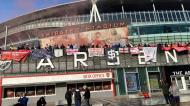 Adeptos do Arsenal em protesto (AP Photo)