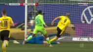 Haaland dispara do meio campo defensivo e só termina na baliza adversária