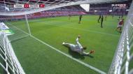 O que foi isto, Neuer? O «frango» do guarda-redes do Bayern Munique
