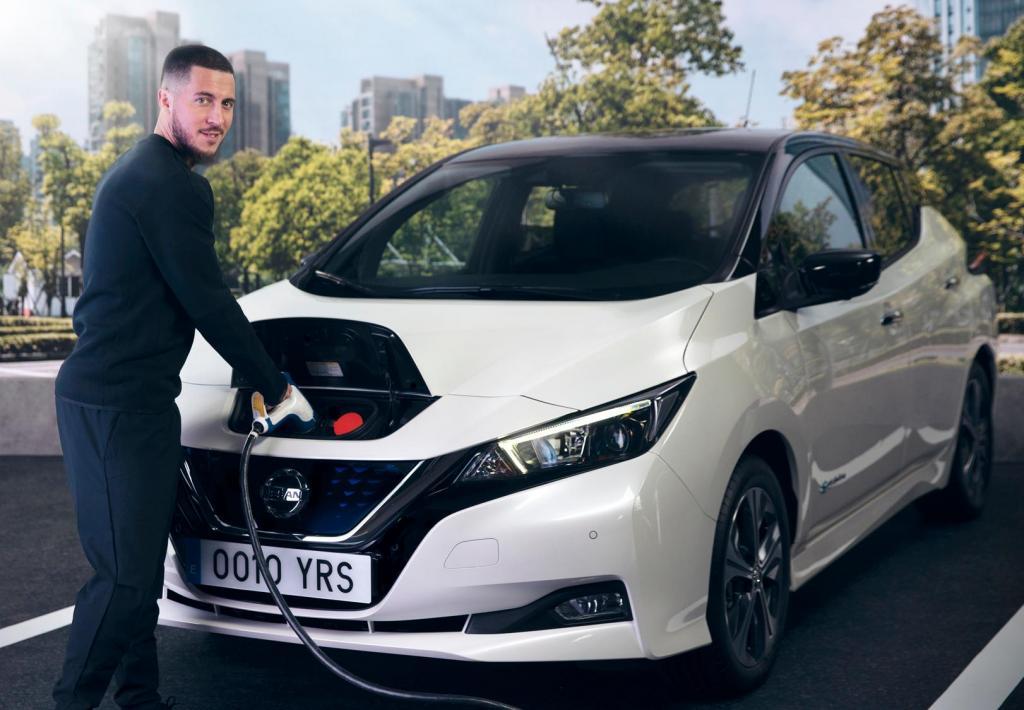 Eden Hazard conduz Nissan Leaf 2021