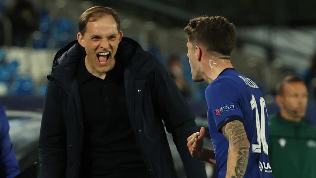 Thomas Tuchel celebra com Pulisic o golo do Chelsea (Juanjo Martín/EPA)