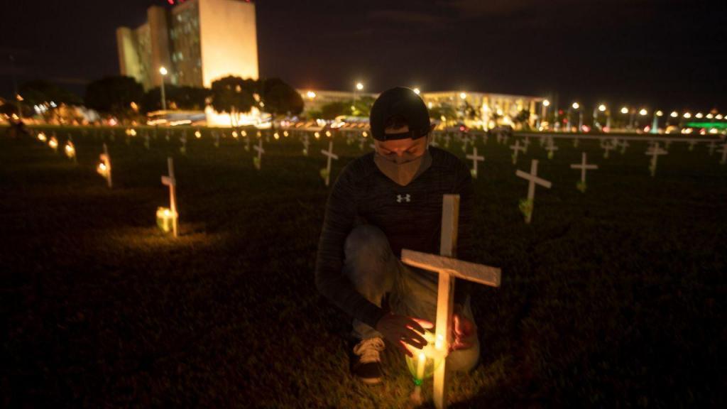 Brasilia homenageia os mortes da pandemia de covid-19