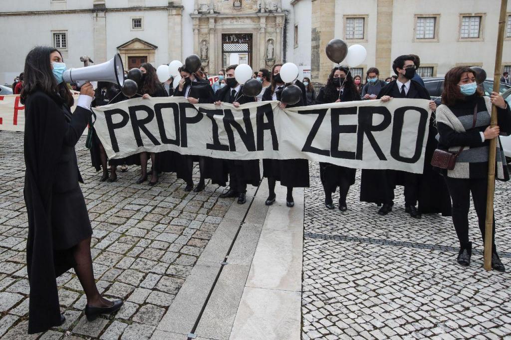 Manifestação de estudantes do ensino superior contra o pagamento de propinas em Coimbra