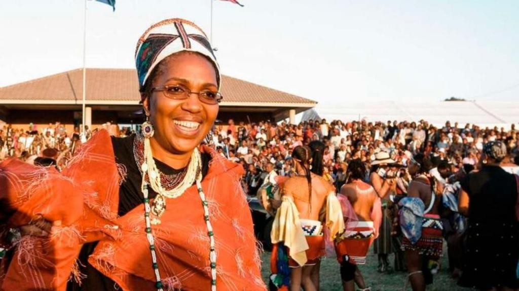 Rainha Shiyiwe Mantfombi Dlamini