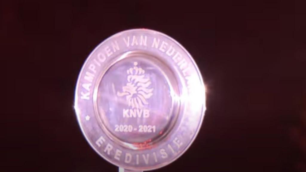 O troféu do 35.º título do Ajax