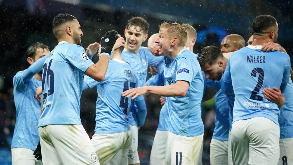 Manchester City festeja o 2-0 ante o PSG, apontado por Mahrez (Dave Thompson/AP)