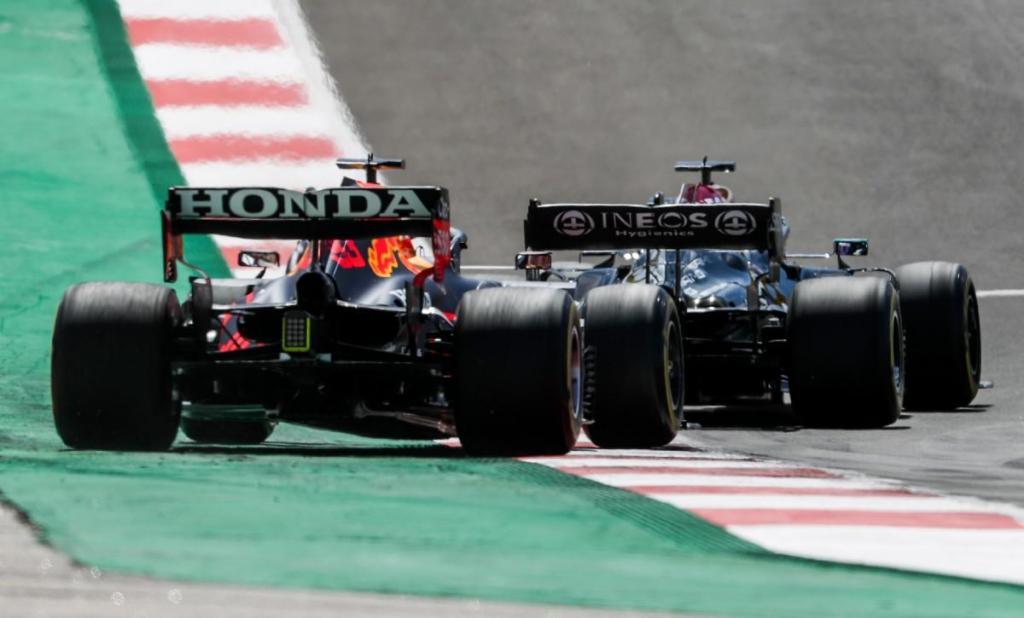 Max Verstappen e Lewis Hamilton (Lusa)