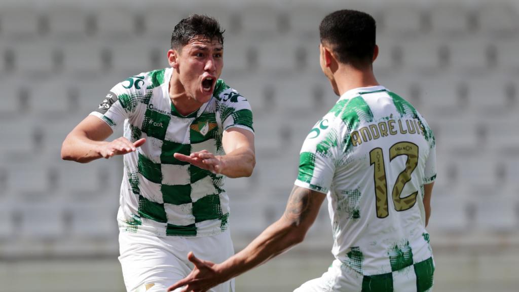 Ferraresi festeja com André Luís o 1-1 apontado no Moreirense-Nacional (Estela Silva/LUSA)
