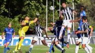 Samuel Portugal a afastar a bola no Belenenses-Portimonense (Manuel de Almeida/LUSA)