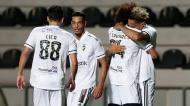 Pedro Henrique festeja com Tomás Tavares, Licá e Amine um golo do Farense ante o V. Guimarães (Filipe Farinha/LUSA)