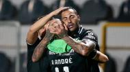 Ricardo Quaresma festeja com André André o 2-2 final no Farense-V. Guimarães (Filipe Farinha/LUSA)