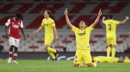 Carlos Bacca aponta ao céu nos festejos do apuramento do Villarreal para a final da Liga Europa (Andy Rain/EPA)