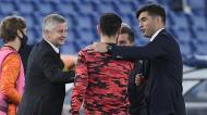 Paulo Fonseca, com Bruno Fernandes e Solskjaer no Roma-Man. United (Ettore Ferrari/EPA)