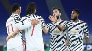 Cavani festeja com Fred, Bruno Fernandes e Greenwood um golo no Roma-Man. United (Ettore Ferrari/EPA)
