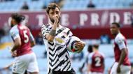 Bruno Fernandes festeja o golo de penálti no Aston Villa-Manchester United (Shaun Botterill/EPA)
