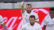 Real Madrid festeja golo de Benzema, mas o VAR anula a festa