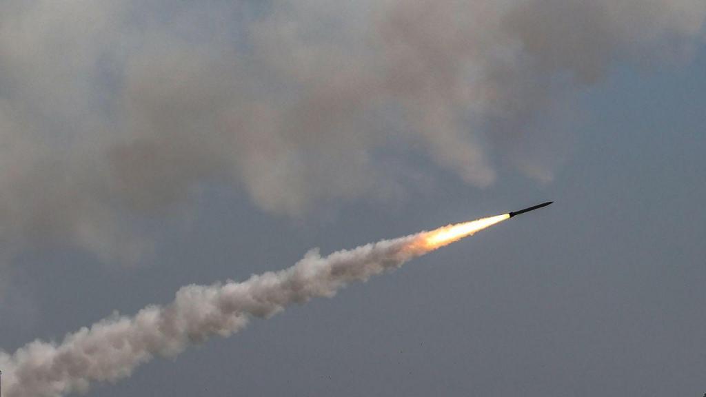 Rocket disparado de Gaza para Israel