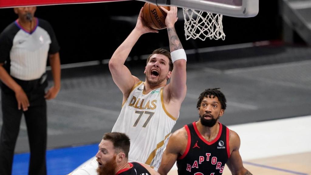 Luka Doncic no Dallas Mavericks-Toronto Raptors (Tony Gutierrez/AP))