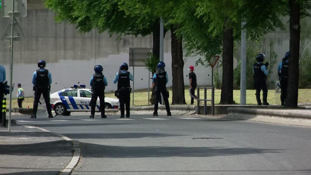 Polícia teve de desmobilizar adeptos junto ao Estádio da Luz