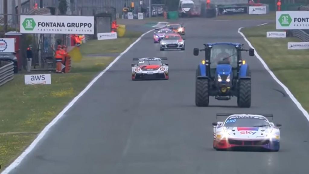 Trator GT3 ou GT4 racing