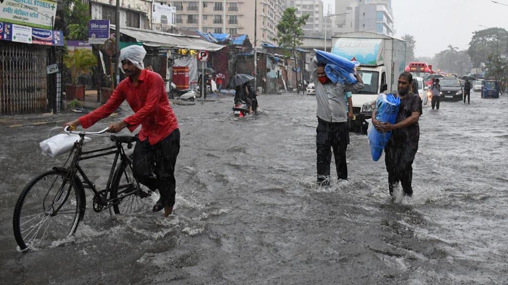 Ciclone Tauktae atinge Bombaim