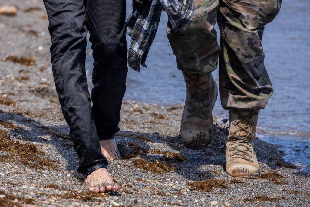 Milhares de migrantes chegam a nado a Ceuta