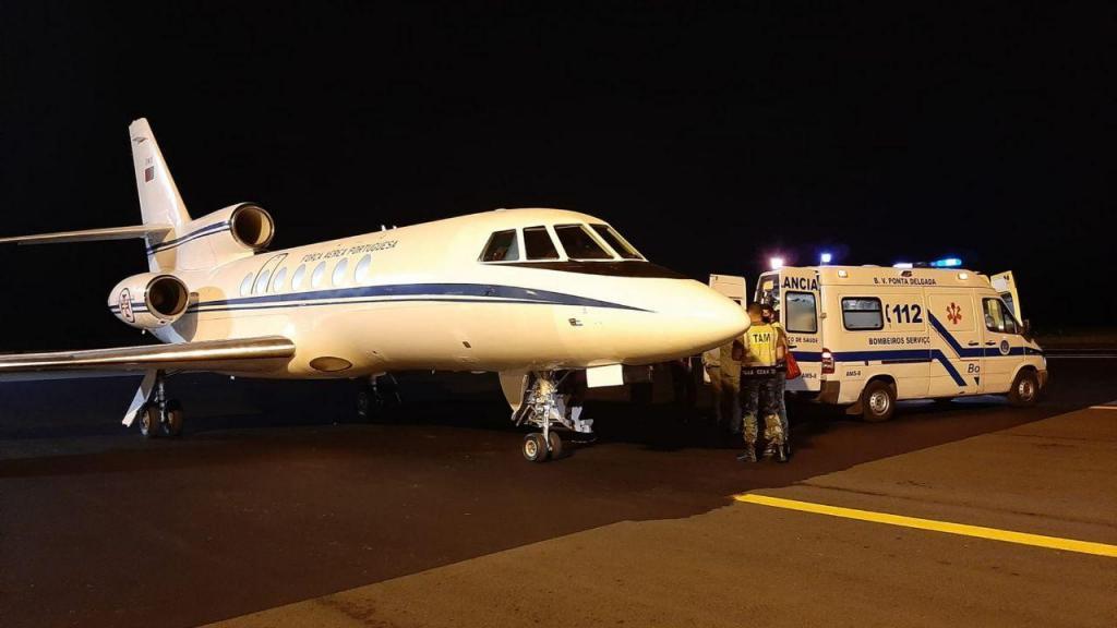 Avião Falcon da Força Aérea nos Açores