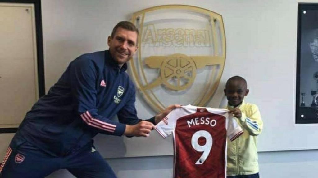 Leo Messo, de dez anos, vai jogar no Arsenal