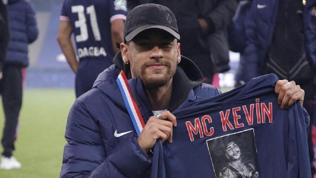 Neymar faz homenagem a MC Kevin