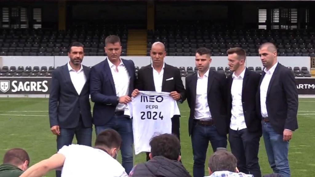Pepa apresentado como novo treinador o Vitória