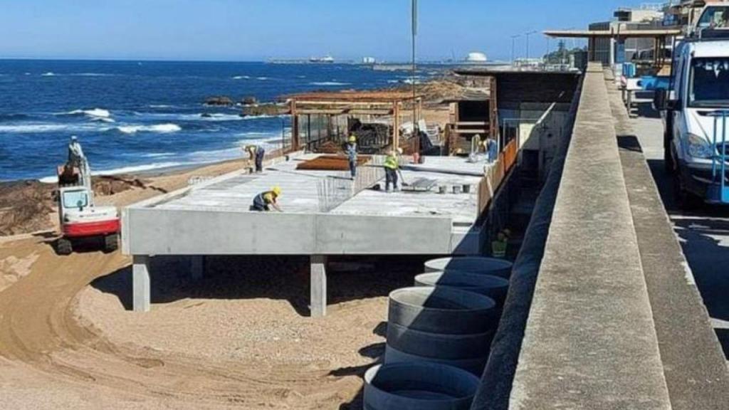Construção na praia do Ourigo (Porto)