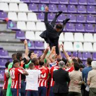 A festa do Atlético Madrid no relvado (fotos EPA/Ballesteros)