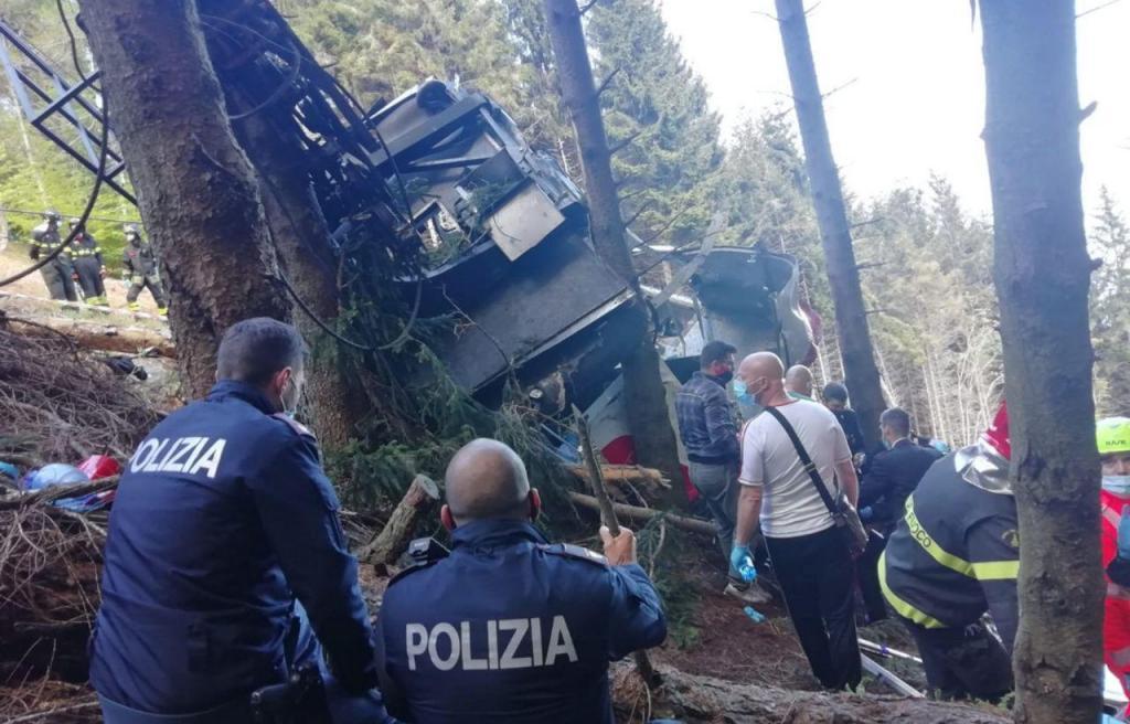 Queda de teleférico em Itália